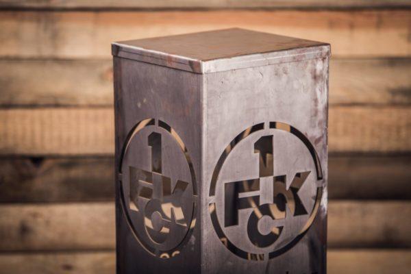 1. FCK Säule mit Deckel - Nahaufnahme 2