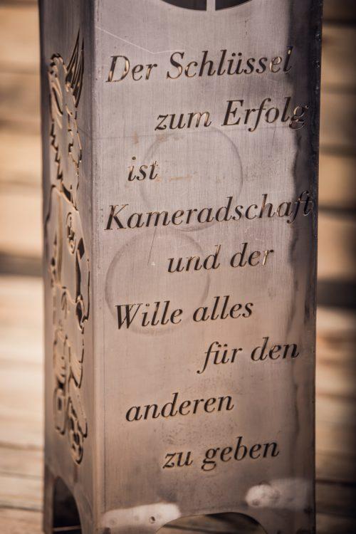 1. FCK Säule Modell Tradition - Nahaufnahme
