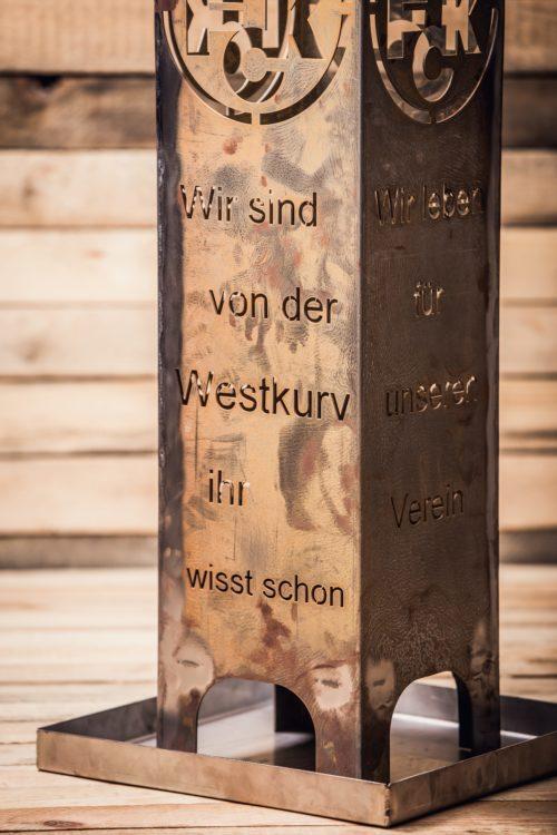 """Nahaufnahme 2 - Säule FAN """"Wir leben für unsern Verein"""""""